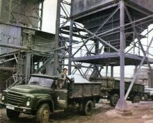 Механизированная отгрузка продукции завода. Фото в брошюре «Одесский суперфосфатный завод», 1986 г.