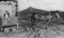 Так работали на суперфосфатном заводе до революции. Фото в очерке «Арсенал земледельцев». Одесса. 1974 г.
