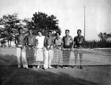 На спортивной площадке ДСК «Черномор» на ул. Перекопской дивизии. Фото из архива Елены Рышковой. 1930-е гг.