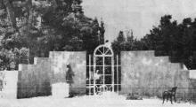 Мемориал Ахматовой на 12-й ст. Фонтана после открытия. Фотография в газете «Вечерняя Одесса»