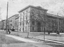 Угол улиц Пушкинской и Греческой. Общество Взаимного Кредита