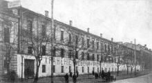 Здание мебельного ломбарда на месте будущей обувной фабрики