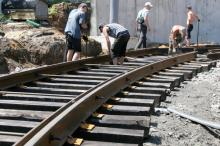 Трамвай до Аркадии: рабочие начали монтаж рельсов