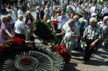 Годовщина начала обороны: в Одессе возложили цветы на аллее Славы