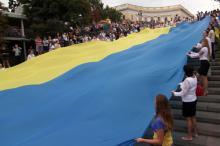 В Одессе развернули 24-метровый украинский флаг