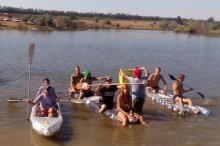 В Одесской области проходят заплывы на лодках из пластиковых бутылок