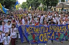 По Одессе прошел традиционный «Мегамарш в вышиванках»