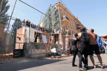 Потасовки, кувалды и газ в центре Одессы: противостояние у дома-стены