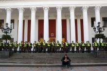 Трагедия в «Виктории»: в Одессе требовали отставки мэра и дрались с полицией