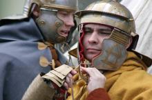 В центре Одессы стали лагерем римские легионеры