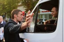 Кто в доме хозяин:  в Одессе жильцы  высотки перекрыли улицу