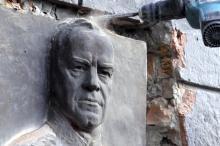В Одессе демонтировали барельеф маршала Жукова